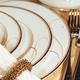Vaisselle collection « Golden Wave » par Noritake
