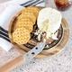 Planche et couteau à fromage par Final Touch