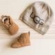 Boîte-cadeau chaussons et bonnet pour bébé UGG «Neumel»