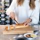 Planche à pain avec réceptacle pour miettes