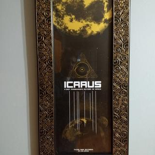 Looks wonderful with Third Man Records Icarus gold print.