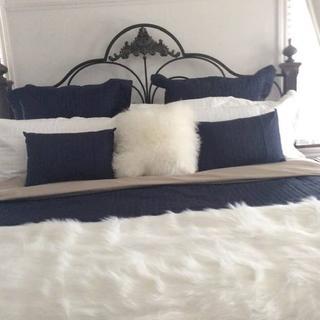 Une belle qualité  a un prix abordable avec le jeté cela complète l'habillement du lit