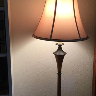 Floor lamp larger shade