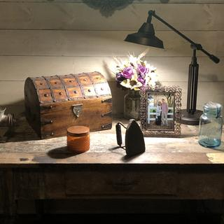 This lamp looks AMAZING on our primitive table. Love the touch turn on button!