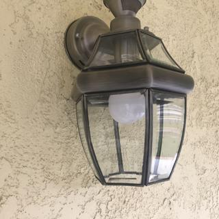This wall light looks and works great! Easy installation. Use a dimmable LED light bulb.