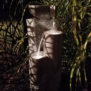 Well made, holds plenty of water, lighting at nights is good, too bad top basin is not illuminated.