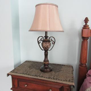 Elegant lamp, nice weight, highly satisfied.