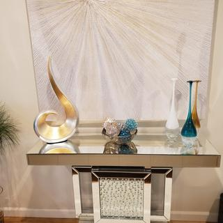I love the look and quality in this table, it fits perfectly and i received so many compliments!!