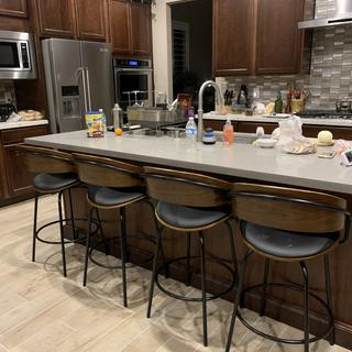Look of bar stools in kitchen