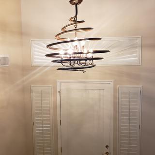 Plenty of light for entryway!