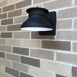 Great light. Integrated led is bright and light is sturdy. Fantastic purchase!