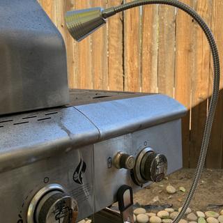 Barbecue light profile with barbecue closed