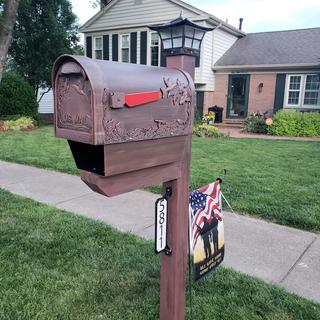 Daytime view on top of our mew mailbox post. Very snazzy!
