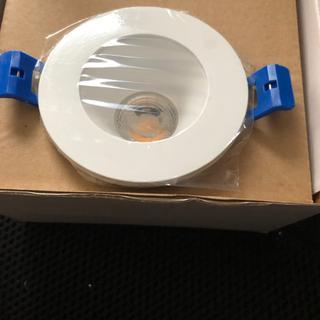 Recessed LED, no diffuser at aperture.