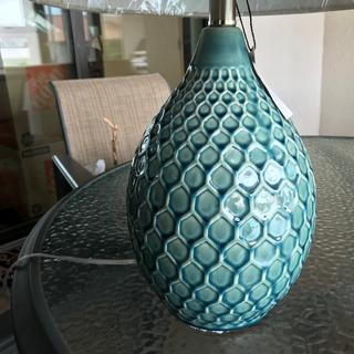 This lamp is nothing like the picture!  The colors range from a dusky blue to a darker blue.
