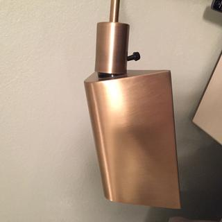 Note the angle and amount of separation between the hood and the bulb socket on the base.