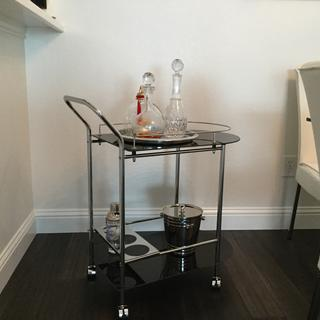 Great looking cart. Adds a nice touch to my dining room!