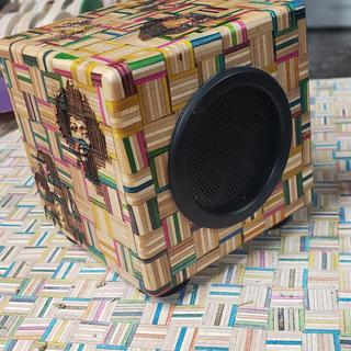 Made this for a close friends birthday, it's a 100% recycled skateboard wireless bluetooth speaker!