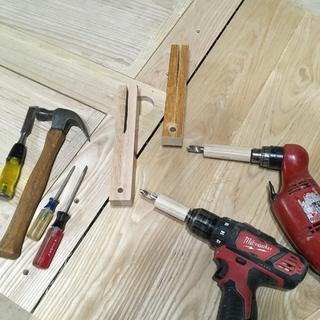 Two drill and two stop collars and two guide blocks which get clamped to the stile to set  location.