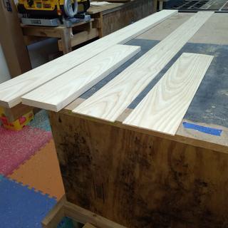 Easy to resaw boards resulting in very nice veneers.