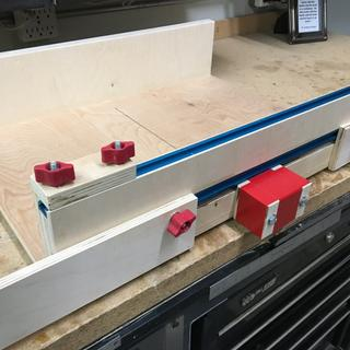 Medium size saw sled: T-track for multiple stop blocks.