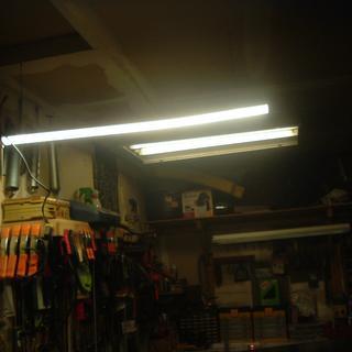 The Rockler light hanging in front