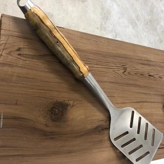 Turned handle spatula