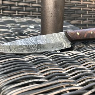 Damascus steel, brass pins, Walnut scales