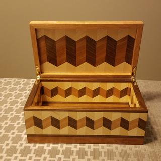 Zigzag Box as presented in Wood magazine, Issue 243,November 2016