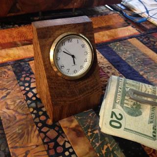 Easy to make desk clock that looks great.