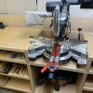 """Fit after cutting off the handle """"lips"""" on the saw base."""