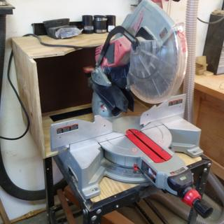 Milwaukee 12 inch compound miter saw dust hood with bench sweep