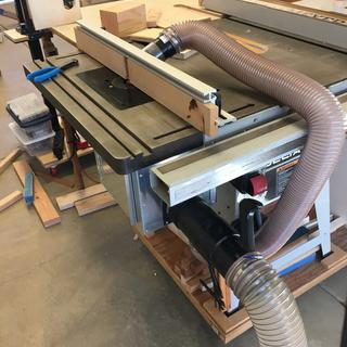 Side view of my table saw mounted router table with the dual port installed.