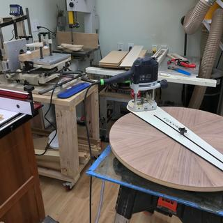 Circle Cutting Jig used to mill a precise perimeter to my veneer table top.