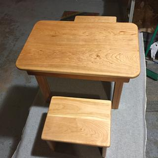 Cherry kiddie table 1.75 inch radius