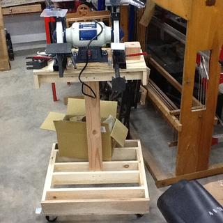 Rikon tool grinder, Oneway tool guide, casters. All from Rockler Woodworking.WORKS REALLY NICE!