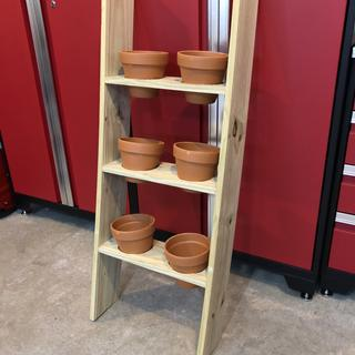 Used the Kreg R3 system to help make this herb planter.  It really made mounting the shelves easy.