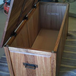 Blanket chest with Rockler Lid-Stay hinges.