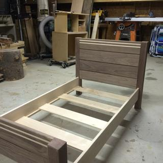 Toddler bed- no nails or sacrewa