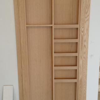 Cabinet in the closed position, trimmed by hardware specs.