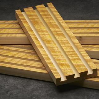 Movingui veneer on a poplar plank.