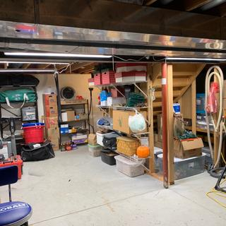 Storage area showing 4 fixtures.