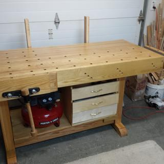 Tail vise on right end of bench