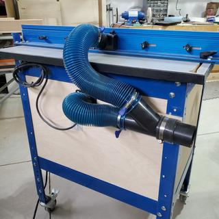 Customization of Kreg router table, using Rockler hose and clamps.