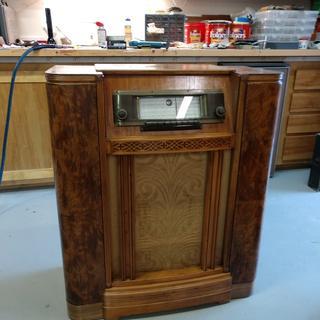 Restored 1940 Silvertone Model 101