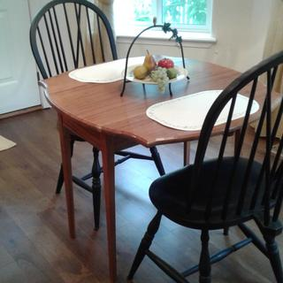 Kitchen dining table for my wife.  Sapele (Mahanoy) with lacquer finish.