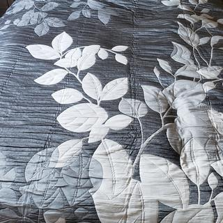 Good quality bedspread. But pay attention to measurements- it's not standard size.