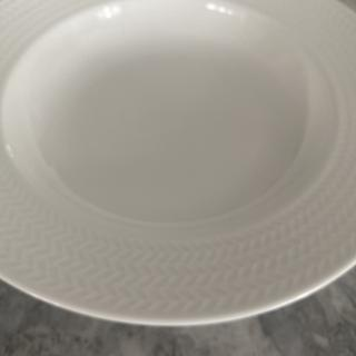 This plate is not included in the dish set. You can only purchase separately. I suggest to purchase
