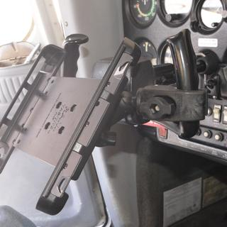 Showing arrangement of claw and horizontal extension arm to make it fit - Cessna 150