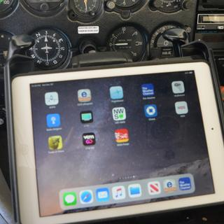 Mounted iPad Air on Cessna 150 yoke